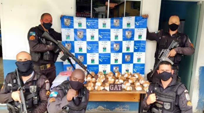 Polícia apreende mais de mil pinos de cocaína em Barra do Piraí
