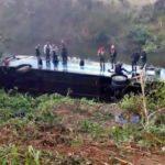 Ônibus cai em ribanceira e fere 25 pessoas em Rio Claro