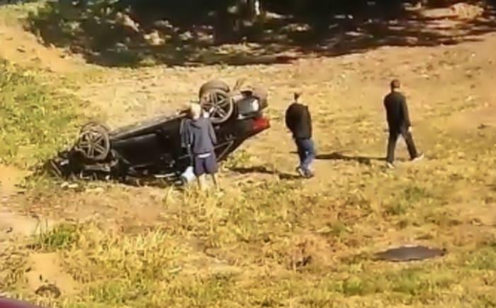 Capotamento mata mulher e fere duas pessoas em Pinheiral