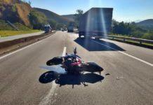 Motociclista morre em acidente com caminhão na Dutra em BM