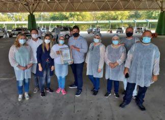 Renan Cury homenageia profissionais da saúde durante vacinação em VR