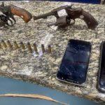 Três são presos numa casa com arma em Barra Mansa