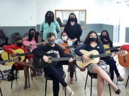 Smac oferece aulas gratuitas de violão em cinco CRAS da cidade